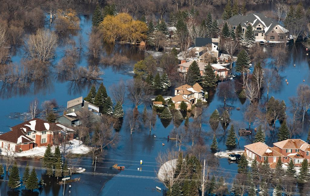 FEMA Aerial Photo by Patsy Lynch of Fargo homes surrounded by floodwaters.